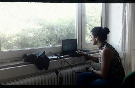 תוך כדי הצילומים בגרמניה הכל עולה למחשב