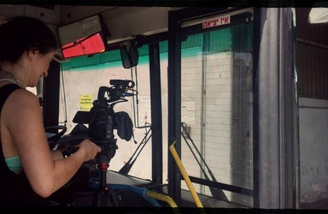"""""""הנהג שלנו חברמן..."""" צילומים באוטובוס של חברת דן עבור קרן מעגלים"""