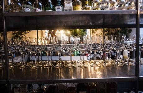 הכנות למזיגת אלכוהול לכשיגיעו האורחים